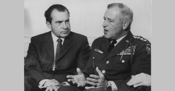 리차드 닉슨 전 대통령과(왼쪽)과 크레이튼 에이브람스 장군. [AP=연합뉴스]