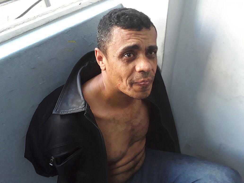 6일(현지시간) 현장에서 체포된 용의자인 아델리우 비스푸 지 올리베이라.[EPA=연합뉴스]