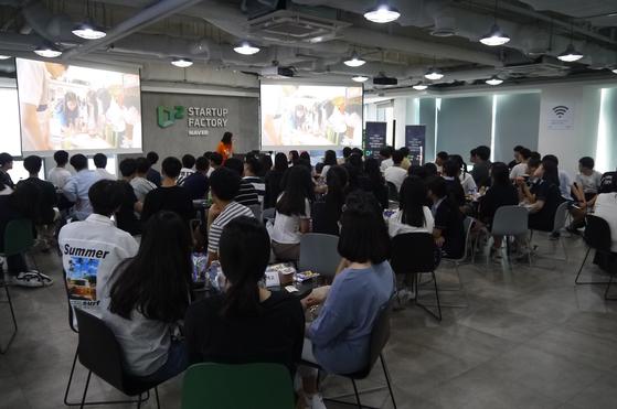 네이버와 함께하는 청소년 기업가정신 스쿨(앙트십스쿨)의 2학기 프로젝트를 알리는 시작캠프에는 서울?경기?인천 지역의 8개 학교 학생들이 모였다.