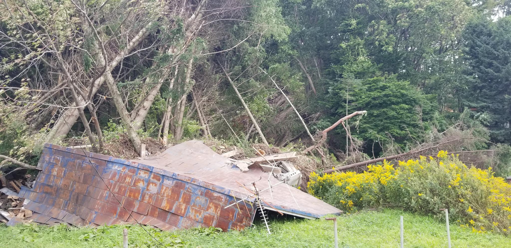지진으로 인한 산사태와 토사 붕괴가 가옥을 집어삼킨 홋카이도 아쓰마초. 아쓰마초 여기저기가 지진 피해를 입었다. 윤설영 특파원