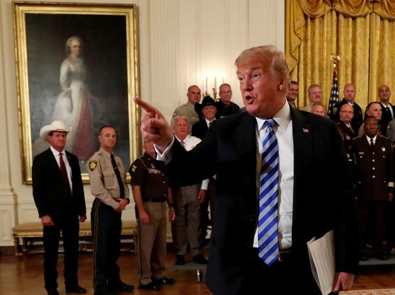 트럼프, 김정은에 정말 멋진 발언 … 비핵화 협상 재개되나
