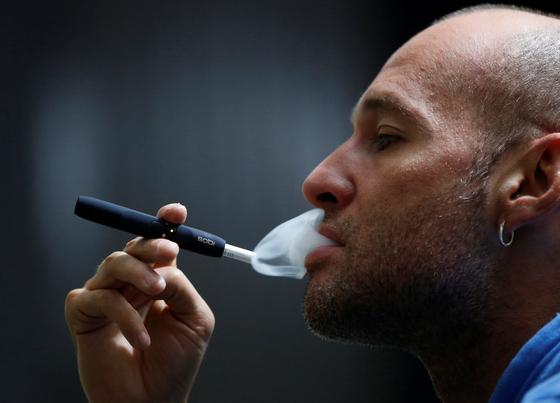 지금이라도 끊어라...4년이상 장기 금연, 혈관성 치매 32% 줄어