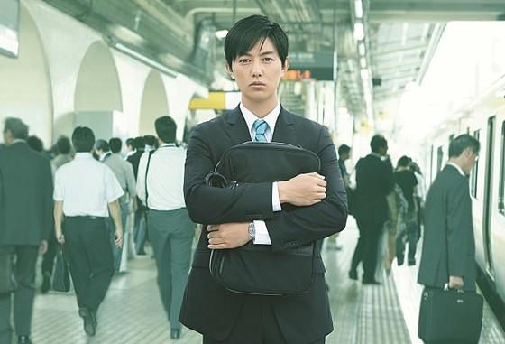 장시간 노동과 업무 스트레스 문제를 제기한 일본 영화 '잠깐만 회사좀 관두고 올게'의 한 장면. [중앙포토]