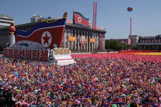북한 정권수립 70주년 기념 열병식이 열린 9일 북한 평양 김일성 광장 조형물에 '주체조선의 탄생'이라고 적혀져있다.[AP=연합뉴스]