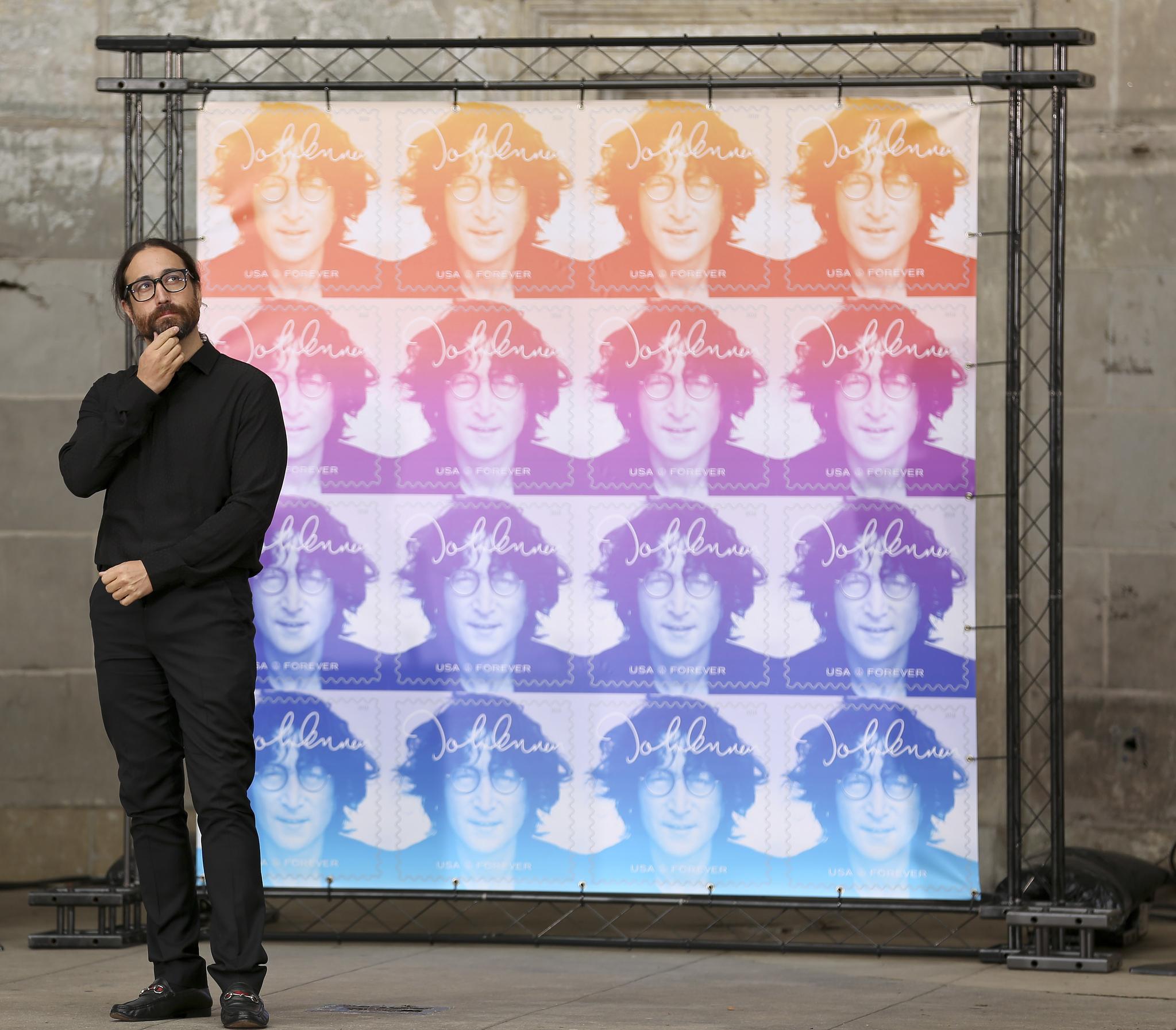 존 레논의 아들 숀 레논이 우표 앞에 서 있다. [AP=연합뉴스]