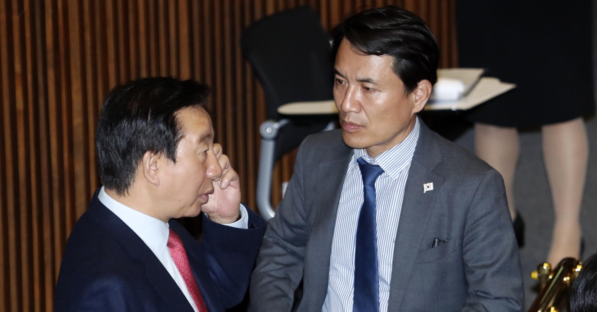자유한국당 김성태 원내대표(왼쪽)와 같은 당 김진태 의원. [뉴스1]