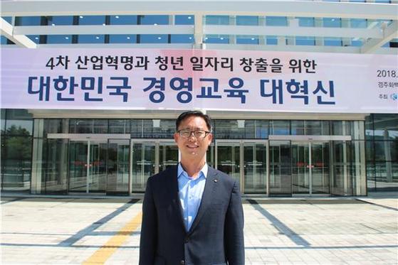세종대 김대종 경영학과 교수는 지난 8월 21일 경주에서 열린 2018학년도 한국경영학회와 한국유통학회가 주최한 통합 학술대회에서 논문을 발표했다.
