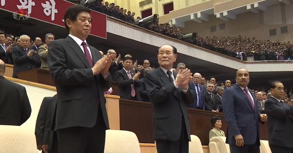 리잔수 중국 전국인민대표회의 상무위원장(왼쪽)이 8일 평양에서 열린 북한 정권수립 70주년 음악무용종합공연을 관람했다고 조선중앙통신이 9일 보도했다. [사진 조선중앙통신]