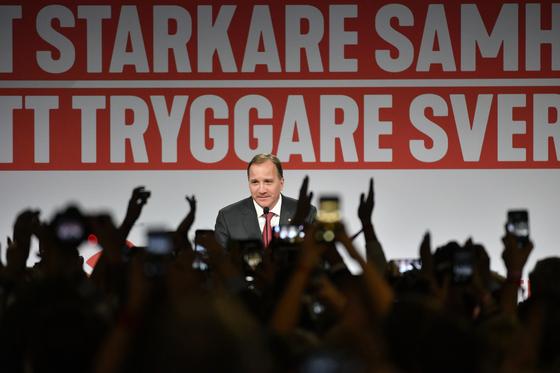 스웨덴 총선에서 제1당의 위치를 고수했지만 100년 만에 가장 낮은 지지율을 보인 사회민주당의 대표인 스테판 뢰벤 총리 [AP=연합뉴스]