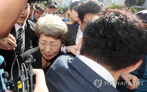 10일 전남 여수시법원에 출근하고 있는 박보영 전 대법관. [연합뉴스]