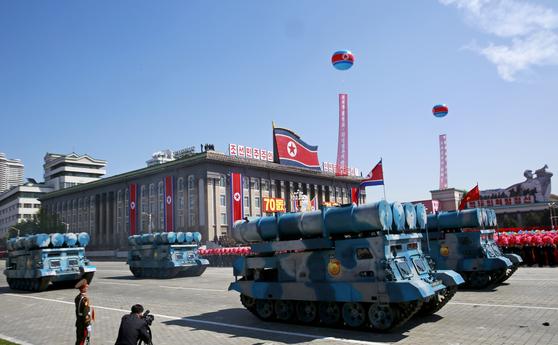 지난 9일 열병식이 열린 평양 김일성 광장에서 북한 대함 미사일 장비가 줄지어 주석단 앞을 지나고 있다. [사진 EPA=연합뉴스]