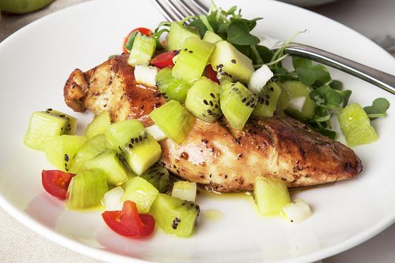 식단을 통해 면역을 일깨우고 호르몬 균형을 바로 잡을 수 있다. [중앙포토]