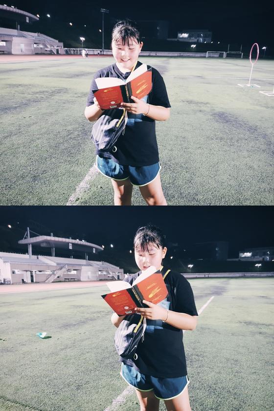 손채은 학생기자가 '퀴디치의 역사' 책을 들고 와 경기를 마친 후 읽고 있다. 책을 통째로 외울 정도란다.