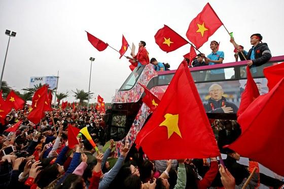 지난 1월 28일 베트남 하노이에 모인 수천 명의 베트남 축구 대표팀 환영 인파. 박항서 감독이 이끄는 베트남 축구 대표팀은 '2018년 AFC U-23 챔피언십'에서 2위를 차지했다. [EPA=연합뉴스]