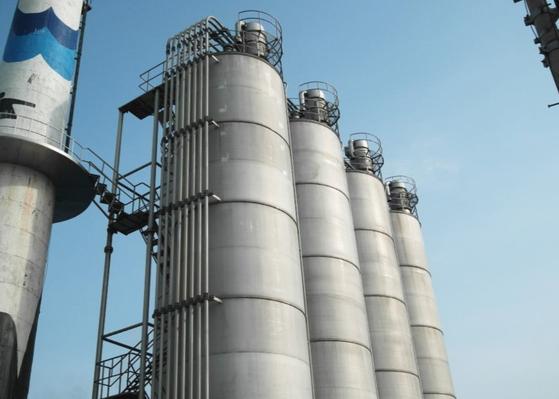 농심의 경북 구미공장의 밀가루를 보관하는 사일로(밀폐 탱크). [사진 농심]