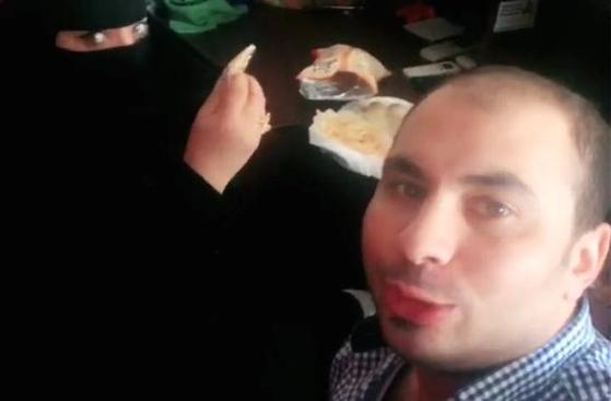 사우디아라비아에서 동료 여성과 함께 아침식사를 하는 영상을 소셜미디어에 올렸다가 체포된 이집트 남성 [소셜미디어 캡처]