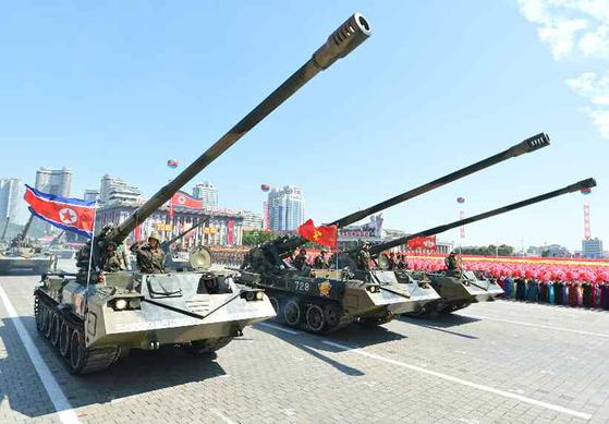 북한이 정권수립 70주년(9월 9일)을 맞아 평양 김일성광장에서 열병식을 열었다고 노동당 기관지 노동신문이 보도했다. 열병식에서 등장한 북한의 주체포. 연합뉴스
