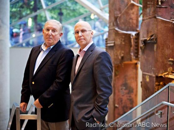 9ㆍ11 테러 현장 주변에 있다가 남성 유방암 판정을 받은 제프 플린(왼쪽)과 존 모르만도. [ABC방송]