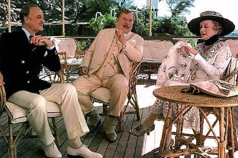 애거서 크리스티가 탄생시킨 명탐정 에르큘 포와로(가운데)가 활약하는 영화 '나일살인사건'(1978).