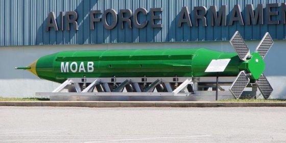 모든 폭탄의 어머니(MOAB)로 불리는 3만파운드(약 14톤)규모의 초대형 관통 폭탄 GBU-43/B. 미국은 지난해 4월 아프가니스탄에서 IS 소탕작전에 실제 사용했다.[미 국방부]