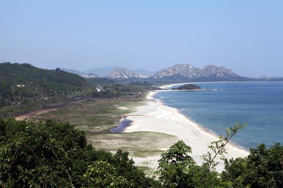 금강산을 바라볼 수 있는 고성 통일전망대 [사진 한국관광공사]