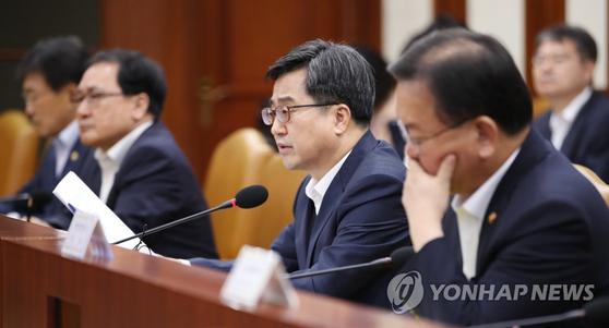 김동연 최저임금 인상 속도조절, 당·청과 협의 시작