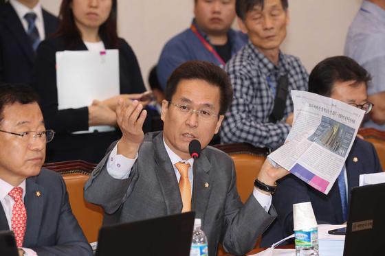 자유한국당 함진규 정책위 의장이 의사진행 발언을 하고 있다. 오종택 기자
