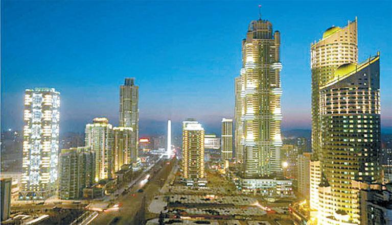 고층 빌딩이 많이 들어서 있는 평양 시내 전경. [로이터=연합뉴스]