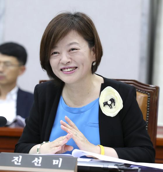 여성가족부 장관에 임명된 민주당 진선미 의원. 임현동 기자.