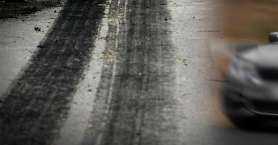 도로에 누운 남성을 치어 숨지게 한 운전자에 법원이 12일 벌금형을 선고했다. [중앙포토]