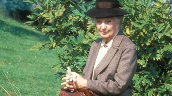 BBC 드라마 '미스 마플'은 시골 마을에 사는 할머니 탐정 제인 마플의 이야기를 담았다.