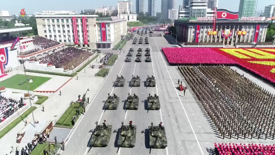 북한 조선중앙TV가 10일 오전 방영한 전날 정권수립 70주년 열병식 모습. [사진 연합뉴스]