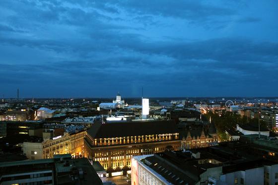 백야가 이어지는 핀란드 헬싱키의 여름 밤은 코발트 빛을 낸다. [중앙포토]