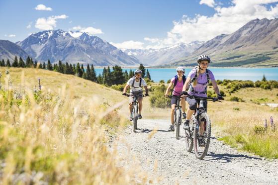 한국과 날씨가 정반대인 뉴질랜드는 한여름에 찾아가면 스키를 비롯해 다양한 레저를 즐길 수 있다. [사진 뉴질랜드관광청]