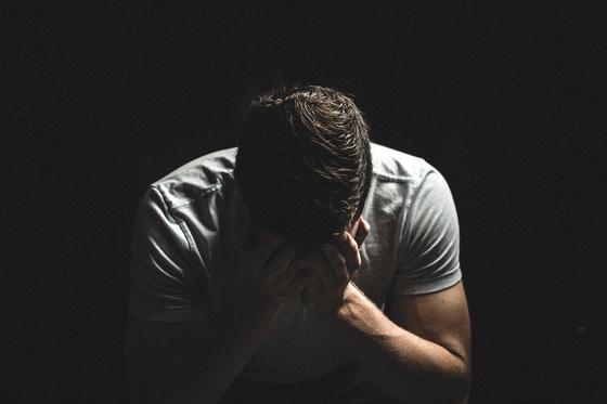 사람들이 죽음을 통고받으면 '부정-분노-타협-절망-수용' 다섯 단계의 감정 변화를 거친다. [사진 pixabay]