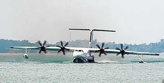[서소문사진관] 중국의 세계최대 수륙양용기 '쿤룽(鯤龍) AG600' 첫 수상주행 테스트 가져