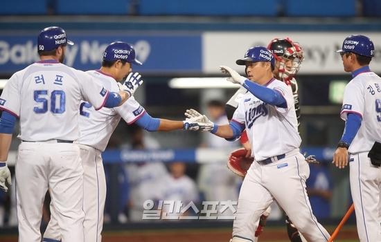 9월 14일 대구 LG전에서 연속 타자 홈런을 합작한 삼성 박한이와 최영진. 사진=삼성 제공