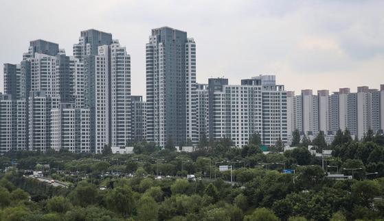 국내 최고가 아파트인 서울 서초구 반포동 아크로리버파크. 시세가 3.3㎡당 평균 7000만원이 넘는다. 최근엔 3.3㎡당 1억원에 거래됐다는 소문이 돌기도 했다.