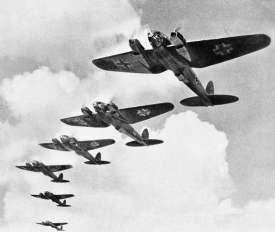 영국을 공습하기 위해 나선 독일 전투기 [사진=위키백과]
