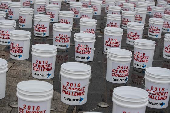 참가자들이 달리기를 하는 동안 광장에는 920개의 버킷이 준비됐다. 박종근 기자