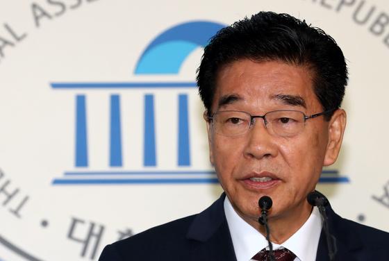 문진국 자유한국당 의원이 지난해 10월 국회 정론관에서 타워크레인 중대재해 재발방지를 요구하고 있다. [뉴시스]