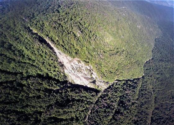 지리산 천왕봉 주변으로 대형 산사태 발생이 늘고 있다. [사진 녹색연합]
