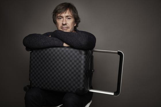 '페라리' 아트북의 케이스를 디자인한 산업디자이너 마크 뉴슨. 그는 루이비통 트렁크를 디자인한 바 있다. [사진=마크 뉴슨 홈페이지]