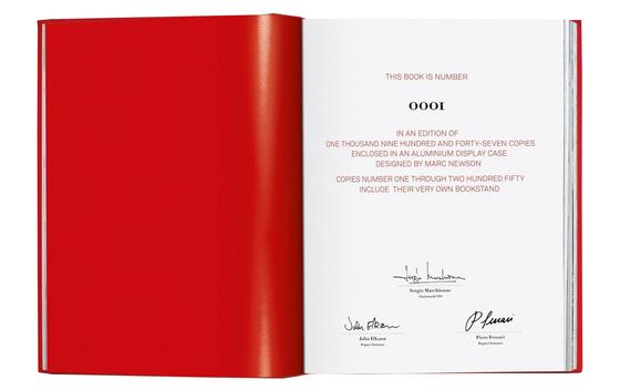 250권만 제작된 예술판의 서문. 현 페라리사의 부회장인 피에로 페라리의 서명 등이 담겨있다.