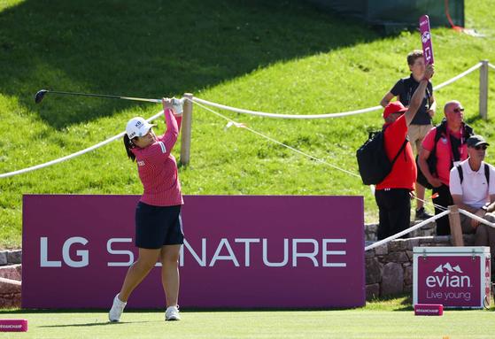 15일(현지시간) 프랑스 에비앙 리조트 골프클럽에서 열린 '더 에비앙 챔피언십(The Evian Championship' 3라운드에서 박인비가 6번홀 티샷을 날리고 있다. [사진 LG전자]