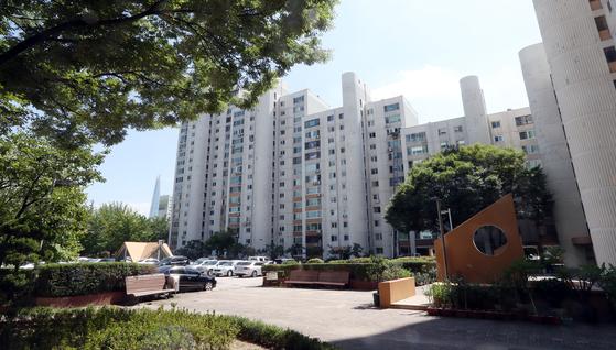 장하성 정책실장 주거하는 송파구 아시아선수촌 아파트 [변선구 기자]