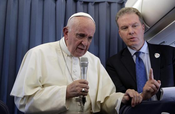 교황, 미성년자 성추행 혐의 칠레 고위 성직자 영구 제명 명령