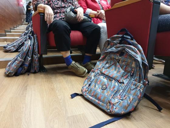 지난 13일 대구시교육청에서 열린 대구내일학교 입학식. 대구시교육청이 준비한 가방. 백경서 기자