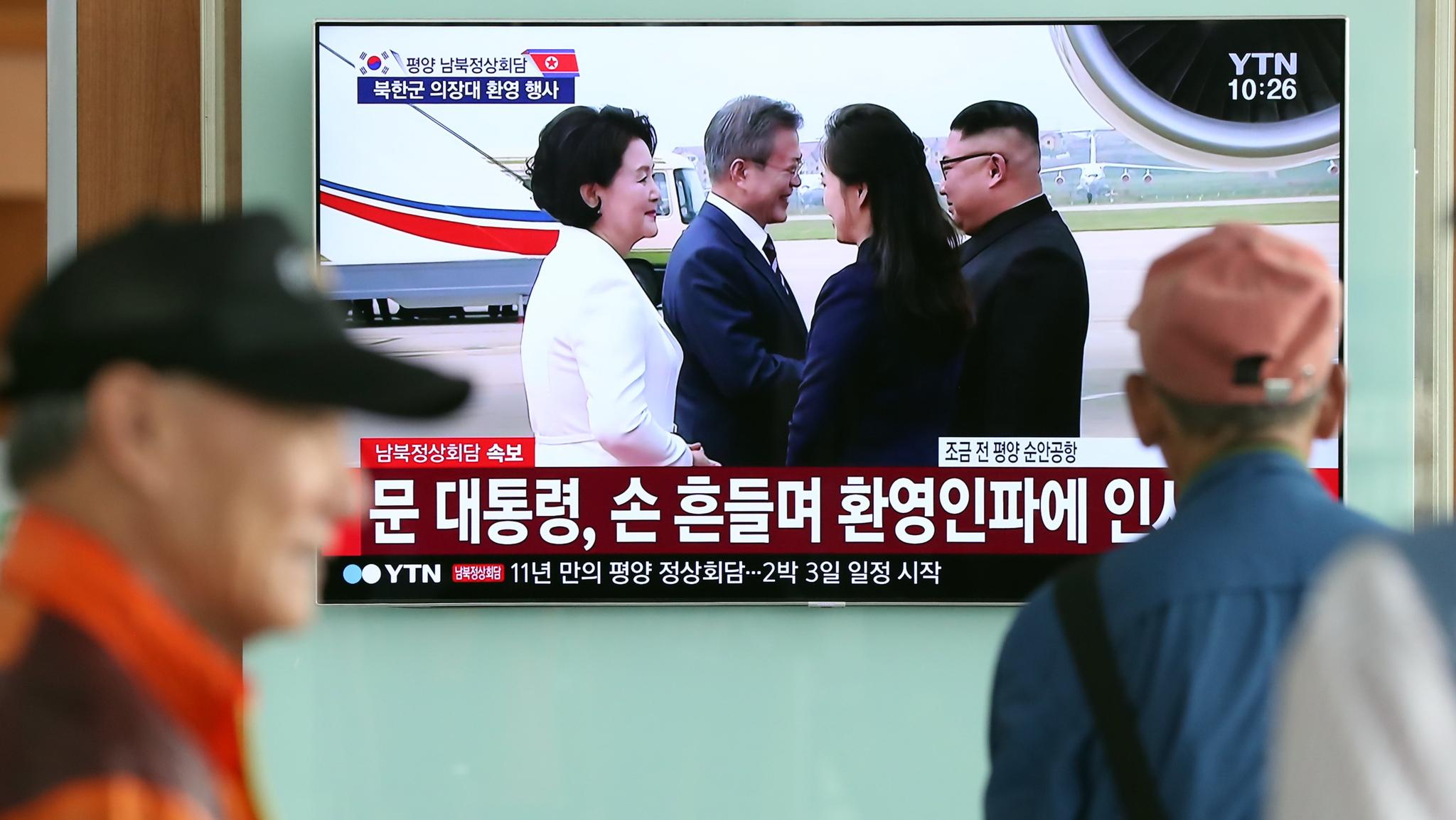 [서소문사진관] 생중계로 남북정상 첫 평양 만남 보며 환호!