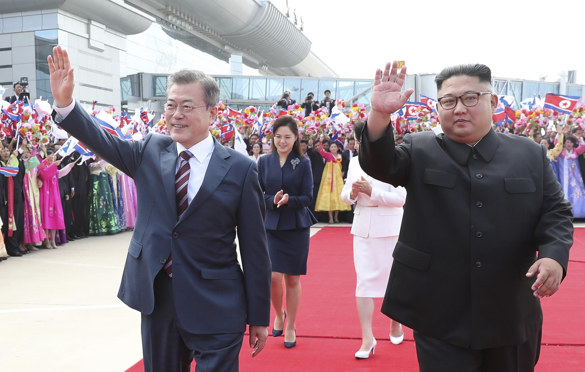 [서소문사진관] 김정은, 평양시내 카퍼레이드하며 문재인 대통령 특급 환영